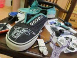 Mahasiswa FISIP Untan Salurkan Hobi Dengan Melukis Sepatu
