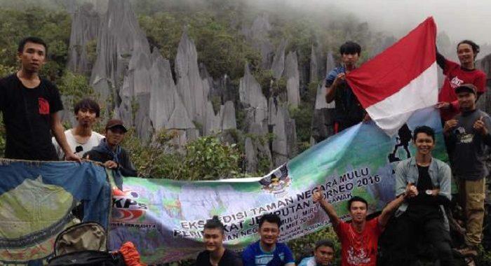 Mapala Fisip Untan Kunjungi Puncak Pinnacles Malaysia